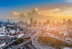 Widok z lotu ptaka Bangkok miasta środkowy biznesowy śródmieście z zmierzchu niebem obraz royalty free