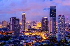 Widok z lotu ptaka Bangkok miasta nocy widoku budynku Nowożytny kondominium obrazy royalty free