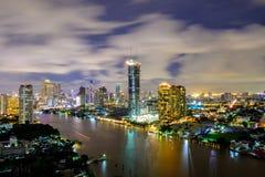 Widok z lotu ptaka Bangkok miasta nocy widoku budynku Nowożytny kondominium zdjęcie stock