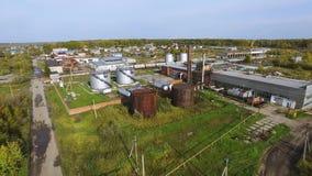 Widok z lotu ptaka biały paliwowy składowy zbiornik w rafinerii ropy naftowej roślinie zapas Odgórnego widoku biali Przemysłowi z zdjęcia royalty free