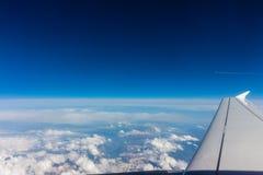 Widok z lotu ptaka bielu niebieskie niebo i chmury Obraz Royalty Free