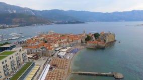 Widok z lotu ptaka Budva stary miasteczko i plaża, Montenegro zdjęcie wideo