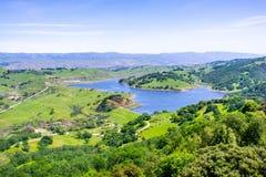 Widok z lotu ptaka Calero rezerwuar, Calero okręgu administracyjnego park, Santa Clara okręg administracyjny, południowy San F zdjęcia royalty free