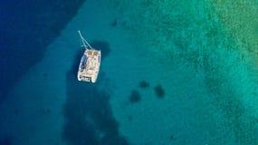 Widok z lotu ptaka catamaran łódź obraz stock