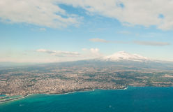 Widok z lotu ptaka Catania Etna podczas zimy i wulkan fotografia stock