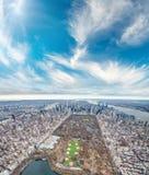Widok z lotu ptaka central park i Miasto Nowy Jork od helikopteru zdjęcie stock