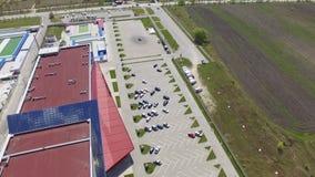Widok z lotu ptaka centrum handlowego i samochodu parking zbiory