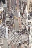 Widok z lotu ptaka centrum miasta wypełniał z pedestrians i samochodami Obraz Stock