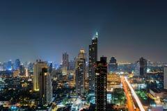 Widok z lotu ptaka Chao Phraya rzeka, Bangkok śródmieście Tajlandia Pieniężny okręg i centra biznesu w mądrze miastowym mieście w zdjęcie stock
