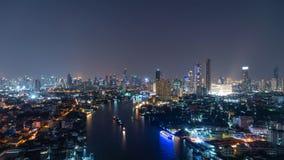 Widok z lotu ptaka Chao Phraya rzeka, Bangkok śródmieście Tajlandia Pieniężny okręg i centra biznesu w mądrze miastowym mieście w obraz royalty free