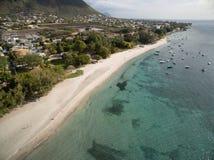 Widok Z Lotu Ptaka: Długouszki społeczeństwa plaża Obraz Stock