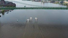 Widok Z Lotu Ptaka Dżetowe narciarki na Delaware Filadelfia Rzecznym PA zdjęcie wideo