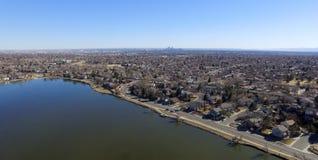 Widok Z Lotu Ptaka domy Along Lakeshore Zdjęcie Stock