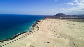 Widok z lotu ptaka droga, pustynia, wybrzeże Zdjęcia Royalty Free