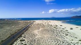 Widok z lotu ptaka droga, pustynia, wybrzeże Obrazy Stock