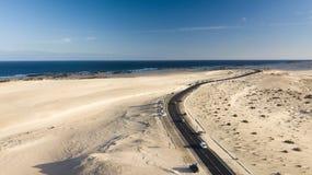 Widok z lotu ptaka droga, pustynia, wybrzeże Zdjęcia Stock