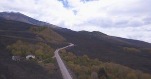 Widok z lotu ptaka droga Wspinać się Etna zbiory wideo