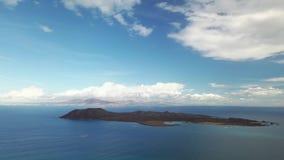 Widok z lotu ptaka droga z wzgórzami zbiory wideo