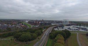 Widok z lotu ptaka drogi, park przemysłowy w Dordrecht, holandie zdjęcie wideo