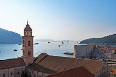 Widok z lotu ptaka Dubrovnik dzwonkowy wierza Adriatycki morze i zdjęcie royalty free