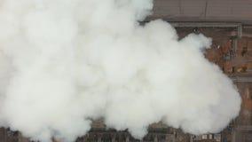 widok z lotu ptaka Emisja atmosfera od przemysłowych drymb Smokestack drymby shooted z trutniem Zakończenie zbiory
