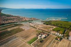 Widok z lotu ptaka etrusku wybrzeże, Włochy, Tuscany, Cecina Zdjęcie Stock