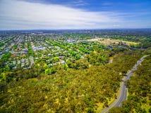 Widok z lotu ptaka Fairfield przedmieście i Yarra bulwar, Melbourne, Australia fotografia royalty free