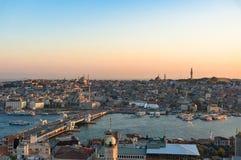 Widok z lotu ptaka Fatih i Galata most nad Złotym rogiem trzymać na dystans Obraz Stock
