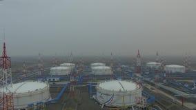 Widok z lotu ptaka fo oleju stacja pomp Skroplony gaz naturalny wioska arktyki, Rosja zdjęcie wideo