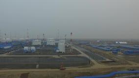 Widok z lotu ptaka fo oleju stacja pomp Skroplony gaz naturalny wioska arktyki, Rosja zbiory