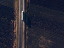Widok z lotu ptaka frachtowa transport ciężarówka na drodze fotografia royalty free