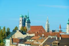 Widok z lotu ptaka z Frauenkirche, Neues Rathaus i Peterskirche, M Obraz Stock