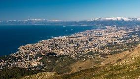 Widok z lotu ptaka genua i swój zatoka widzieć od Monte Faska fotografia royalty free