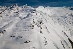 Widok z lotu ptaka Gornergrat z obserwatorium w Szwajcarskim narciarskim regionie Zermatt obrazy stock