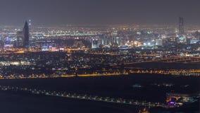 Widok z lotu ptaka gromadzki nocy timelapse z ruchem drogowym i w budowie budynek z żurawiami od zatoczki i zabeel zbiory wideo