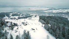 Widok z lotu ptaka halny narciarski skłonu wierzchołek w południowym Polska Tatrzańskie góry Zdjęcie Stock