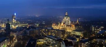 Widok z lotu ptaka Hannover przy wieczór Zdjęcia Stock
