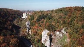 Widok z lotu ptaka historyczny grodowy Pieskowa Skala blisko Krakow w Polska zbiory