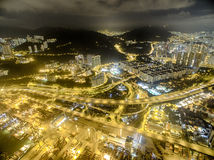 Widok z lotu ptaka Hong Kong nocy scena, Kwai Chung w złotym kolorze obraz stock