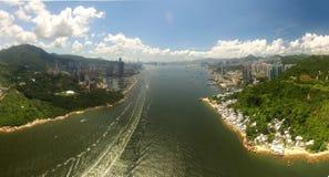 Widok z lotu ptaka Hong Kong scena z Wiktoria schronieniem w słonecznym dniu fotografia stock