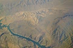 Widok z lotu ptaka Jeziorny dwójniak, widok od nadokiennego siedzenia w samolocie Zdjęcie Royalty Free