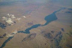Widok z lotu ptaka Jeziorny dwójniak, widok od nadokiennego siedzenia w samolocie Fotografia Stock