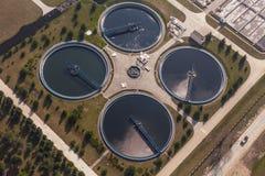 Widok z lotu ptaka kanalizacyjny zakład przeróbki obraz stock