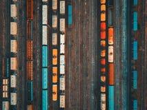 Widok z lotu ptaka kolorowi pociągi towarowi Zdjęcia Royalty Free