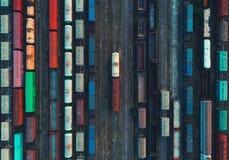 Widok z lotu ptaka kolorowi pociągi towarowi Zdjęcie Stock