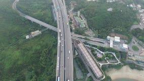 Widok z lotu ptaka komarnica nad Tsing Ma mostem pod słonecznym dniem zbiory