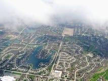 Widok z lotu ptaka krajobraz i pejzaż miejski Indianapolis przez chmur Widok od samolotu Indianapolis jest kapitałem i najwięcej  obrazy stock