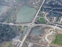 Widok z lotu ptaka krajobraz i pejzaż miejski Indianapolis przez chmur Widok od samolotu Indianapolis jest kapitałem i najwięcej  Obraz Royalty Free
