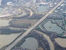 Widok z lotu ptaka krajobraz i pejzaż miejski Indianapolis przez chmur Widok od samolotu Indianapolis jest kapitałem i najwięcej  zdjęcia stock