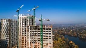 Widok z lotu ptaka krajobraz w mieście z w budowie budynkami i przemysłowymi żurawiami budowa ustanowione cegieł na zewnątrz miej zdjęcie royalty free